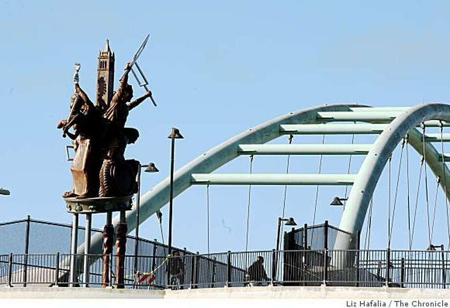 "Scott Donahue's sculpture ""Berkeley Big People""  at east end of the pedestrian bridge over I-80, overlooking Aquatic Park in Berkeley., Calif., on monday, October 20, 2008. Photo: Liz Hafalia, The Chronicle"