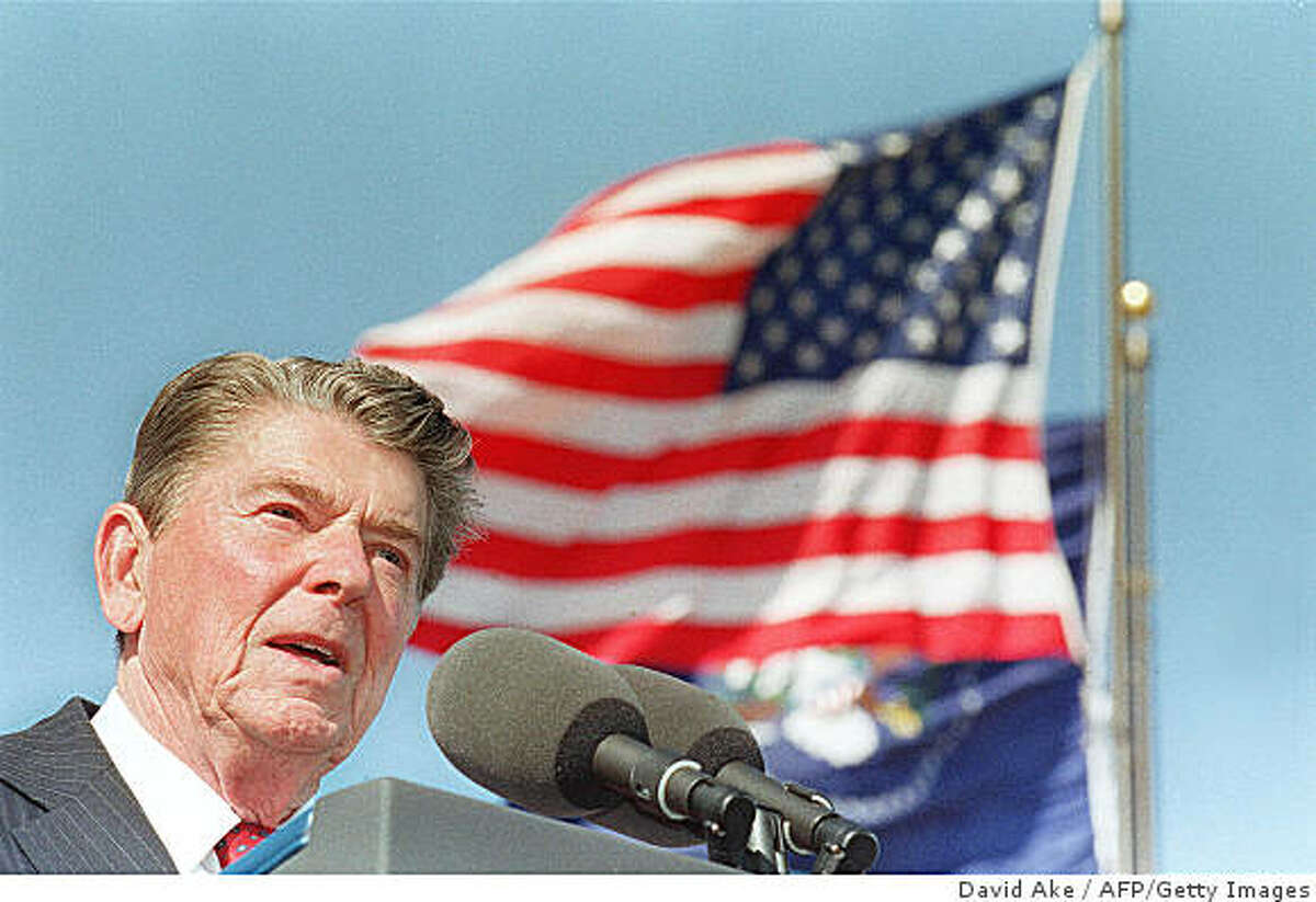 SIMI VALLEY, CA - NOVEMBER 4: US President Ronald Reagan shown in file photo dated 04 November 1991 giving a speech at the dedication of the library bearing his name in Simi Valley, California. (Photo credit should read J. DAVID AKE/AFP/Getty Images)