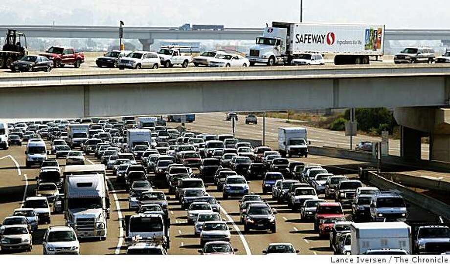 Cars approach the Bay Bridge during the morning commute of October 1, 2008 near Emeryville, Calif.  Bay Area transportation officials released their top 10 most congested freeways list and the commute between Powell Street and the Bay Bridge on westbound Interstate 80 tops the list. Photo: Lance Iversen, The Chronicle