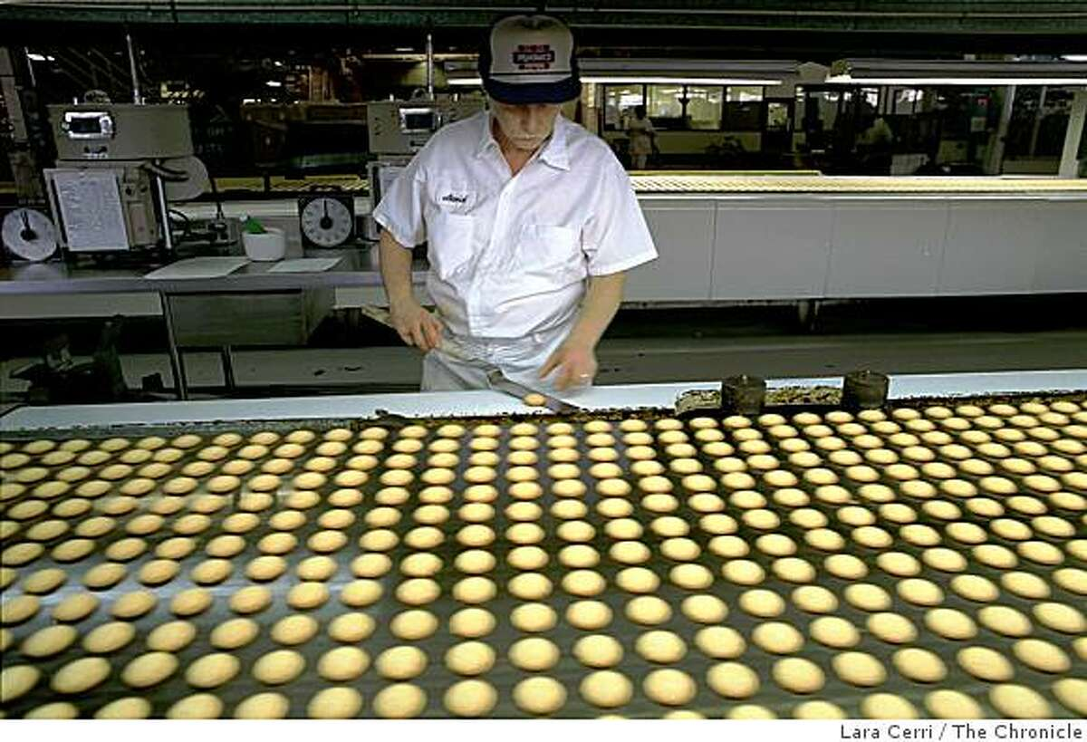 Oven Operator David Moore tests sugar cookies to make sure color, shape and size match the standards in Oakland, Calif., on February 27, 1998. The longtime Oakland institution that in 2006 shifted operations to Michigan, was shut down in a bankruptcy filing.
