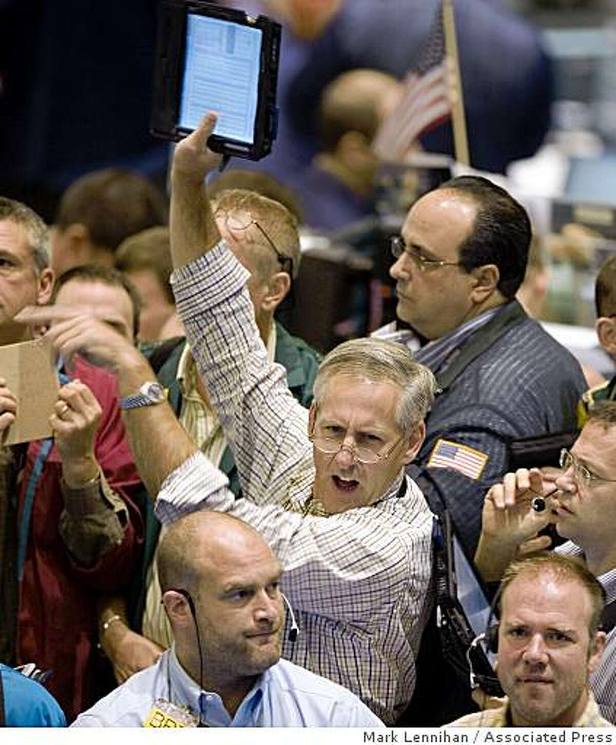 Traders buy and sell crude oil options at the New York Mercantile Exchange, Monday, Oct. 6, 2008. oil. (AP Photo/Mark Lennihan)