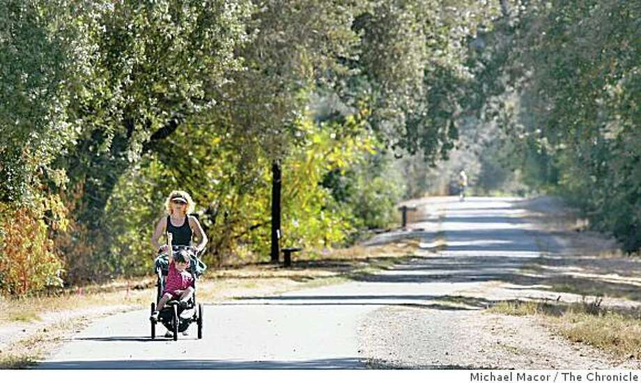 """The trail that passes through Alamo. A look along the """"Iron Horse Trail"""" that stretches from the northern end of Concord, south to the Dublin BART station, some 25 miles. The East Bay Regional Parks system. Photo: Michael Macor, The Chronicle"""