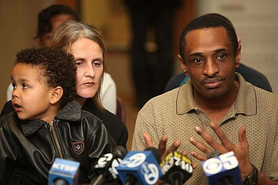 Charles Washington, right, talks on behalf of his family at the Asian Law Caucus office in San Francisco on Monday. His wife, Tracey Washington, left, and their sons are being deported this week. Photo: Liz Hafalia, The Chronicle