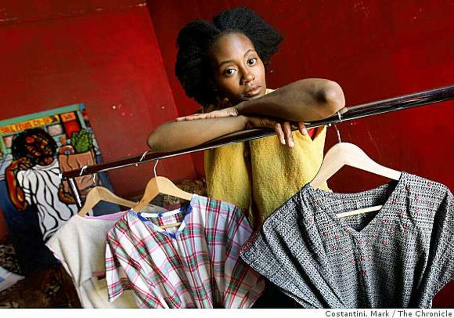 Letitia Ntofon, a West Oakland designer and artist poses in Oakland, Calif. on Tuesday, September 30, 2008. Photo: Costantini, Mark, The Chronicle