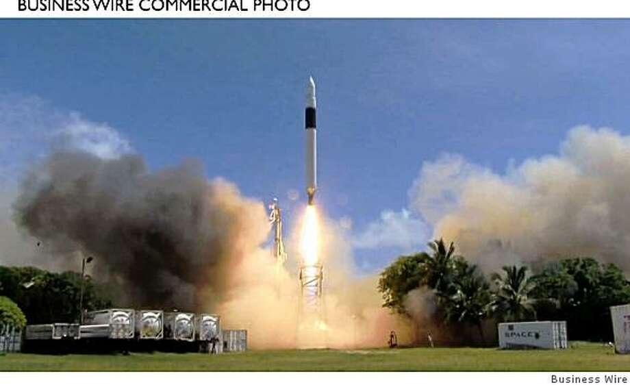 Launch of the SpaceX Falcon 1 Flight 4 vehicle from Omelek Island, in the Kwajalein Atoll, 2,500 miles southwest of Hawaii. Liftoff occurred on Sunday 28 September 2008, at 4:15 PM (PDT) / 23:15 (UTC). (Photo: Business Wire) Photo: Business Wire
