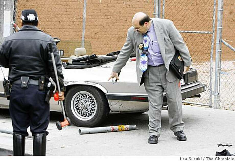 Inspector Matt Krimsky (right) conducts an investigation on Mission street where one pedestrian was fatally injured when hit by the vehicle on Monday, September 29, 2008 in San Francisco, Calif. Photo: Lea Suzuki, The Chronicle
