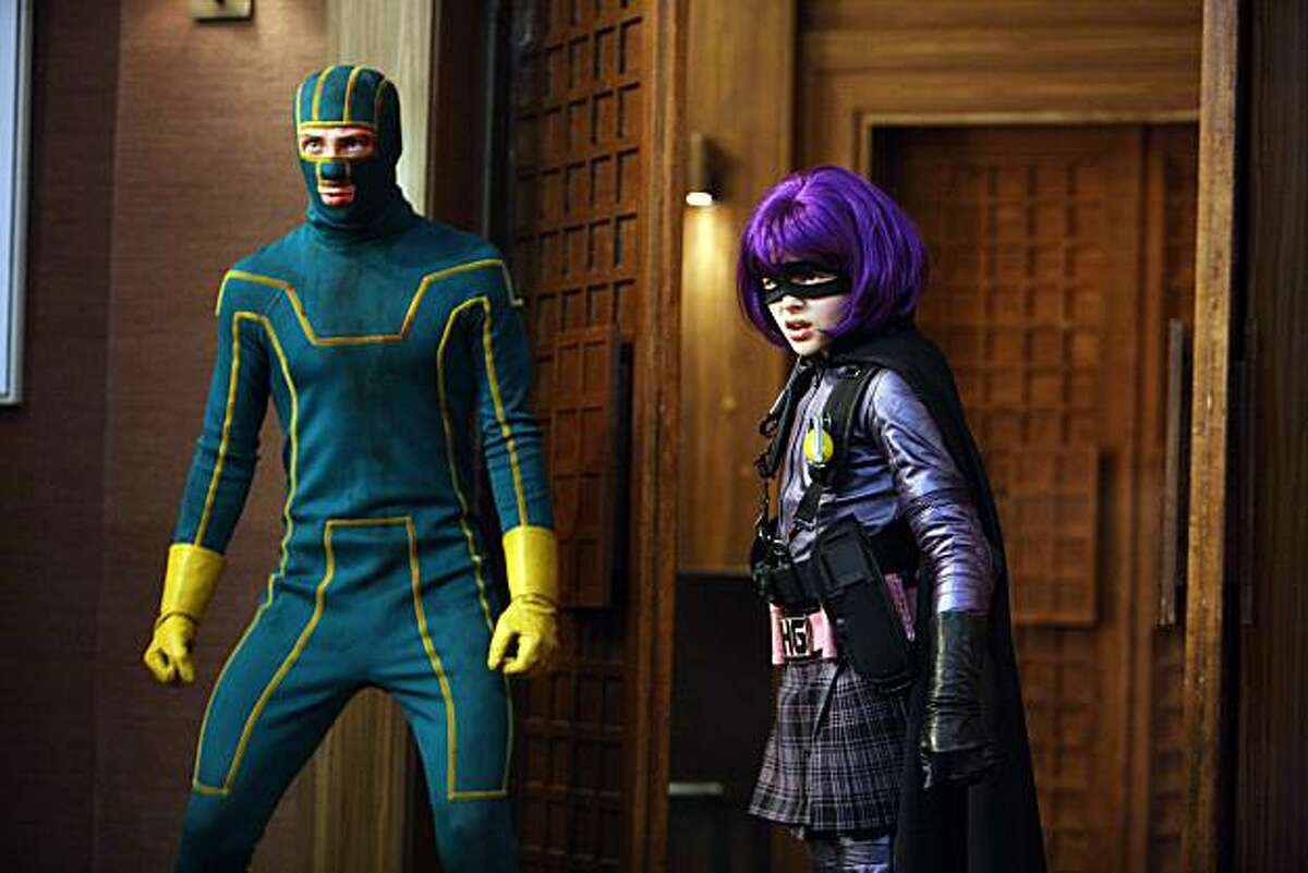 Kick-Ass (Aaron Johnson) and Hit Girl (Chloë Grace Moretz) in KICK-ASS.