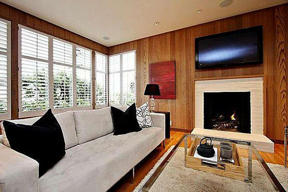 realblog09, living room Photo: Courtesy, Zephyerrealestate.com