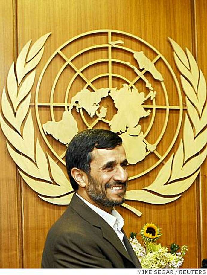 Iran's President Mahmoud Ahmadinejad passes the United Nations emblem as he arrives for his meeting with U.N. Secretary-General Ban Ki Moon during the United Nations General Assembly at U.N. headquarters in New York September 22, 2008. Ahmadinejad is scheduled to address the United Nations General Assembly on September 23.   REUTERS/Mike Segar    (UNITED STATES) Photo: MIKE SEGAR, REUTERS