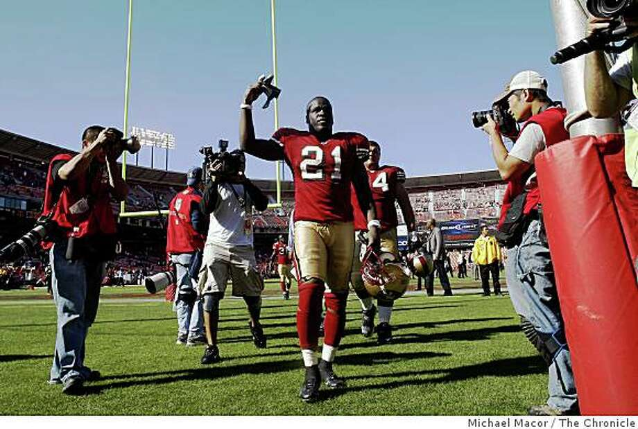 San Francisco 49ers Frank Gore (21) waves to fans at the end of the game as San Francisco wins 31-13, as San Francisco 49ers take on the Detroit Lions in NFL action at Candlestick Park in San Francisco, Calif. on Sunday Sept. 21, 2008. Photo: Michael Macor, The Chronicle