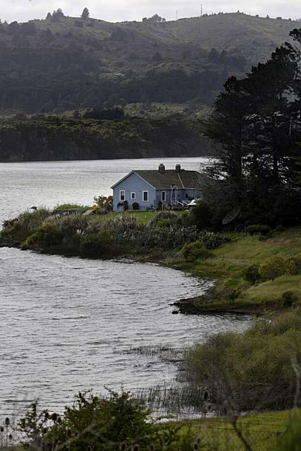 A structure sits next to Crystal Springs Resevoir in San Mateo County, Calif. on Tuesday March 30, 2010. Photo: Lea Suzuki, The Chronicle