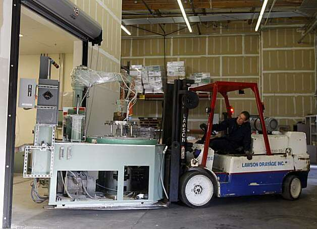 Brian Christ operates a forklift to remove machinery used to scrub silicon wafers clean from a shuttered company in Hayward, Calif., on Wednesday, March 17, 2010. The equipment is being packed and shipped to China after the firm outsourced its operations overseas. Photo: Paul Chinn, The Chronicle