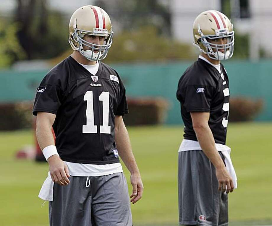 San Francisco 49ers quarterbacks Alex Smith, left, David Carr stand together during NFL football practice in Santa Clara, Calif., Monday, March 29, 2010. Photo: Marcio Jose Sanchez, AP