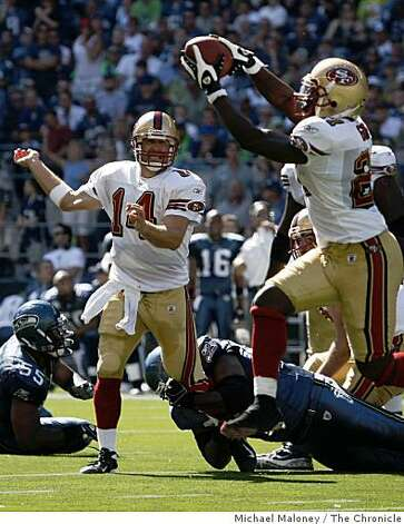 San Francisco 49ers Frank Gore (21) catches a short 2nd quarter pass from J.T. O'Sullivan (14).The Seattle Seahawks host the San Francisco 49ers in a NFL game at Qwest Field in Seattle, Wash., on Sept. 14, 2008. Photo: Michael Maloney, The Chronicle