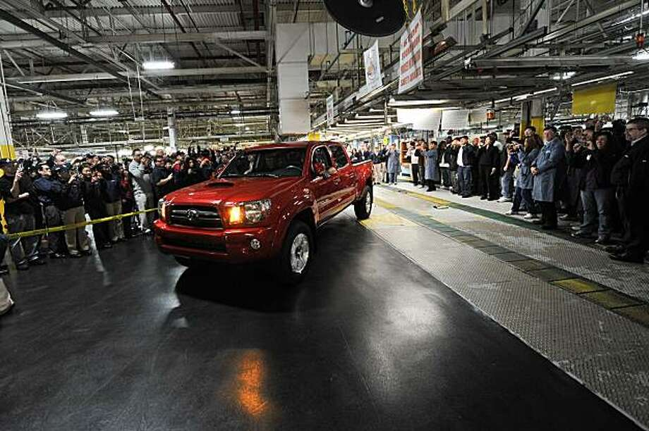 The last truck rolls off the assembly line at the NUMMI plant in Fremont, Calif., on Friday, March 26, 2010. Photo: Nummi