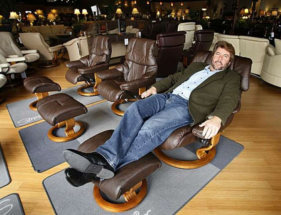 Plus size furniture grows with america 39 s girth sfgate for Design consultant los angeles