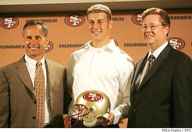 Flanked by head coach Mike Nolan and Owner John York, 49ers number 1 draft pick Alex Smith announces a new $24 million contract on July 25, 2005. Photo: Mike Kepka, SFC