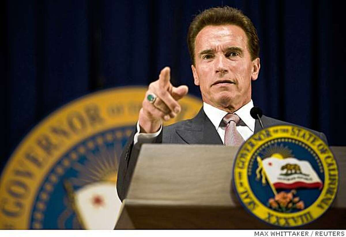 California Governor Arnold Schwarzenegger unveils his revised state budget proposal for the 2008-09 fiscal year in Sacramento, California May 14, 2008. California faces a budget deficit of $17.2 billion. REUTERS/Max Whittaker (UNITED STATES)