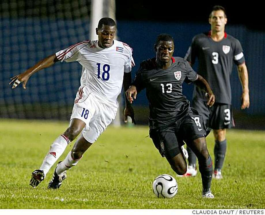 Cuba's Hebiel Cordoves and Maurice Edu of the U.S. fight for the ball during their World Cup 2010 qualifying soccer match in Havana September 6, 2008. REUTERS/Claudia Daut (CUBA) Photo: CLAUDIA DAUT, REUTERS