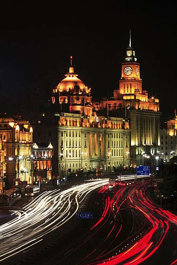 The Bund in Pudong, Shanghai --- Image by © Inmagine Asia/Corbis Photo: © Inmagine Asia/Corbis