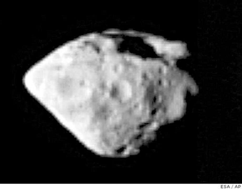 An image taken from the ESA website on Saturday, Sept. 6, 2008 shows the asteroid Steins, taken around the time of Rosetta's closest approach to Steins during a flyby of the ESA deep space probe Rosetta on Friday, Sept. 5, 2008. Rosetta successfully completed a flyby of the Steins asteroid, also known as Asteroid 2867, just after 8:45 p.m. (1845 GMT) on Friday in the asteroid belt between the orbits of Mars and Jupiter, but its high resolution camera stopped shortly before the closest pass, ESA officials said during a news conference in Darmstadt, Germany, Saturday, Sept. 6, 2008. Another wide angle camera aboard Rosetta was able to take pictures and send them to the space center, Gerhard Schwehm, the mission manager and head of solar systems science operations at ESA, added. (AP Photo/ESA) ** EDITORIAL USE ONLY * MANDATORY CREDIT: ESA, ROSETTA * NO SALES  ** Photo: ESA, AP