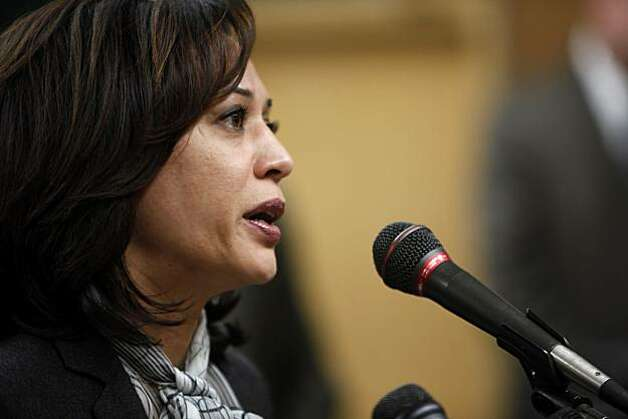 San Francisco District Attorney Kamala Harris addresses the press Tuesday about an SFPD lab technician who has been arrested on suspicion of stealing drugs seized as evidence in several criminal investigations. Photo: Carlos Avila Gonzalez, The Chronicle