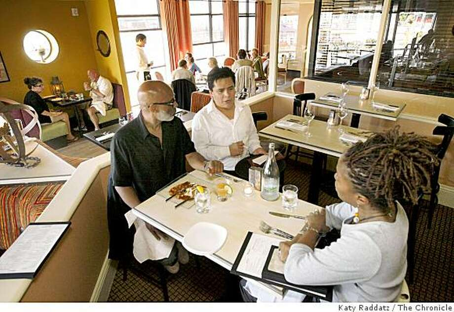 The dining rooms are varied and on several levels at Pearl's Jam House in Jack London Square in Oakland, Calif. on Sunday, August 31, 2008. Photo: Katy Raddatz, The Chronicle