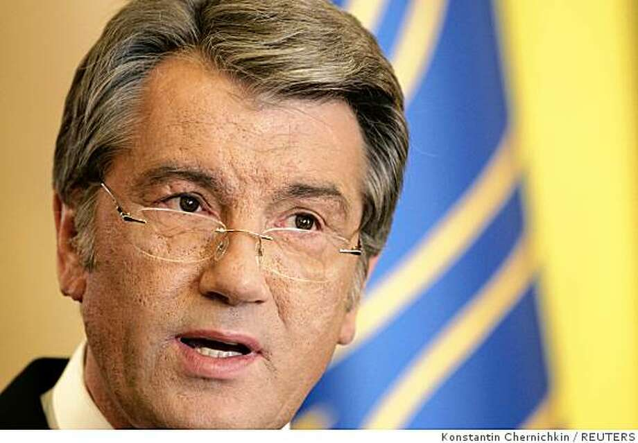 Ukraine's President Viktor Yushchenko speaks during a news briefing in Kiev September 3, 2008. Yushchenko threatened on Wednesday to call a snap election, accusing his prime minister of wrecking the ruling coalition by joining forces with his rivals. REUTERS/Konstantin Chernichkin (UKRAINE) Photo: Konstantin Chernichkin, REUTERS