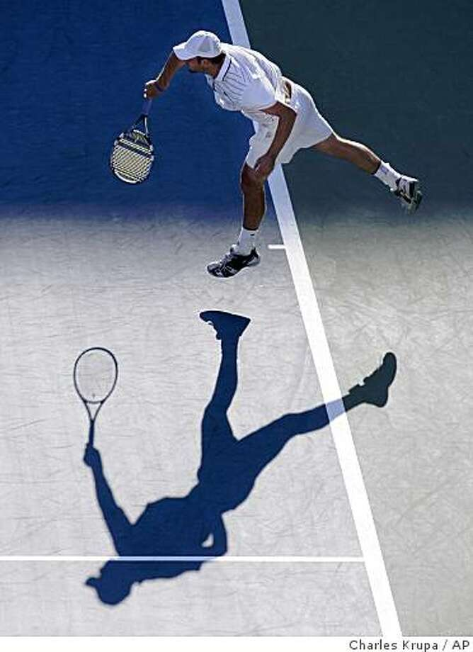 Andy Roddick, of the United States, serves during his match against Andreas Seppi, of Italy, at the U.S. Open tennis tournament in New York, Sunday, Aug. 31, 2008. Roddick won 6-2, 7-5, 7-6 (4). (AP Photo/Charles Krupa) Photo: Charles Krupa, AP