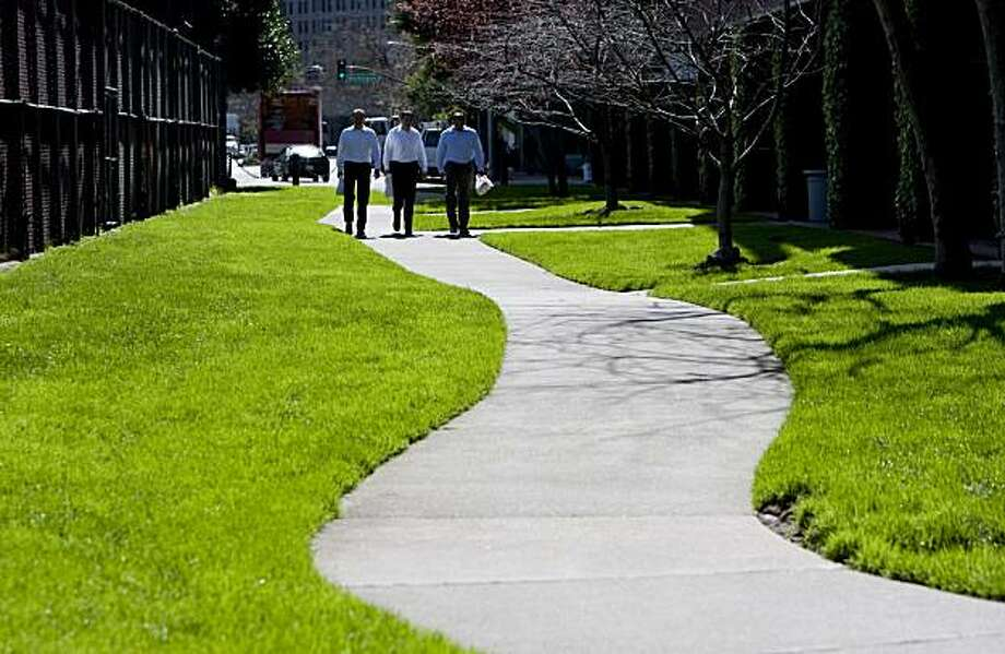 Pedestrians use a pathway that runs near the Embarcadero and starts at Jackson St. and Drumm St. in San Francisco, Calif., on Thursday, March 4, 2010. Photo: Laura Morton, Special To The Chronicle