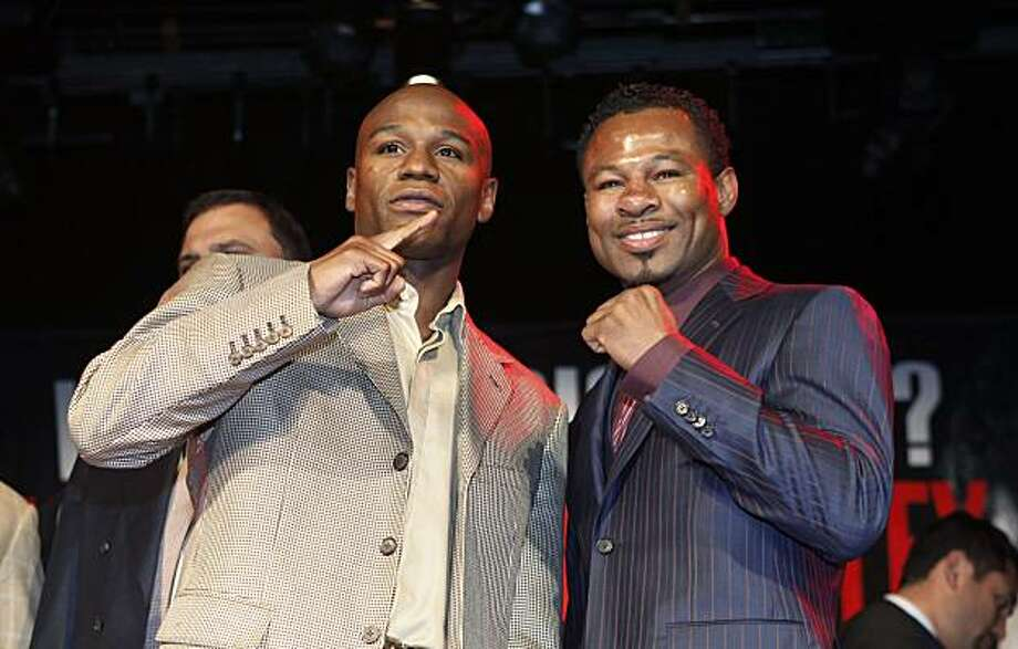 Floyd Mayweather, left, and current WBA welterweight world champion Shane Mosley pose for a picture during a news conference in New York, Tuesday, March 2, 2010.  The news conference was to promote their May 1, 2010 fight in Las Vegas, Nevada. Photo: Seth Wenig, AP