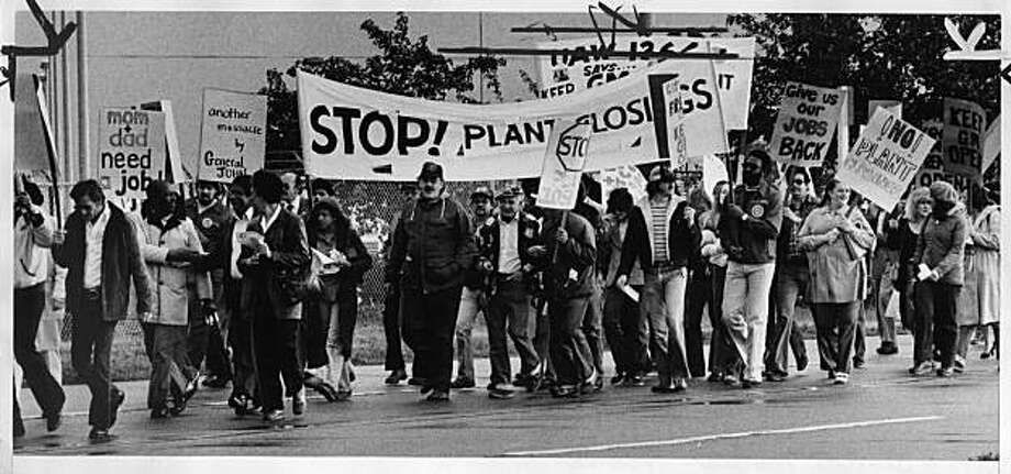 GM workers protest closing of fremont plant in 1982 Photo: Jerry Telfer, The Chronicle
