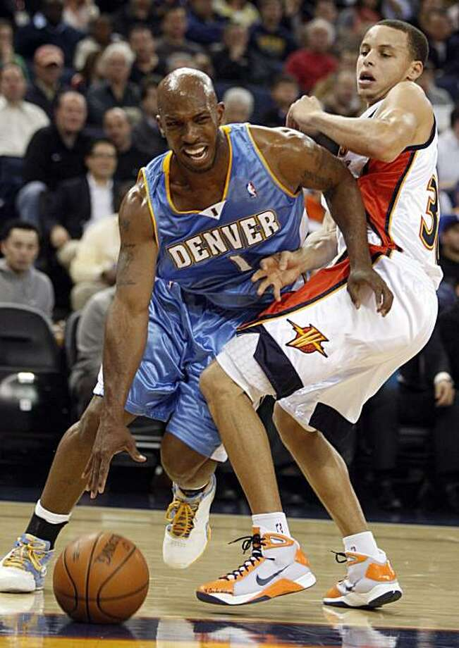 Denver Nuggets' Chauncey Billups, left, drives around Golden State Warriors' Stephen Curry during the first half of an NBA basketball game Thursday, Feb. 25, 2010, in Oakland, Calif. Photo: Ben Margot, AP