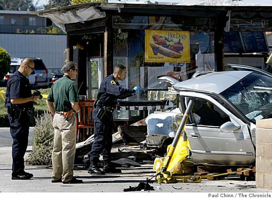 Police officers investigate at the scene of a fatal accident in front of the Chicago Blues Cafe at East 14th Street and 136th Avenue in San Leandro. Photo: Paul Chinn, The Chronicle
