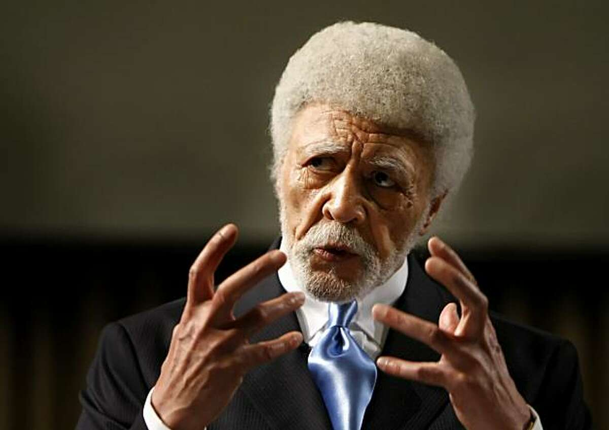 Oakland Mayor Ron Dellums delivers his state of the city speech Monday.