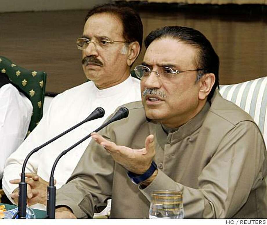 Asif Ali Zardari (R), widower of slain Benazir Bhutto and co-chairman of the ruling Pakistan People's Party, speaks during the party's central executive meeting in Islamabad August 22, 2008.    REUTERS/Pakistan People's Party/Handout    (PAKISTAN).  FOR EDITORIAL USE ONLY. NOT FOR SALE FOR MARKETING OR ADVERTISING CAMPAIGNS. Photo: HO, REUTERS