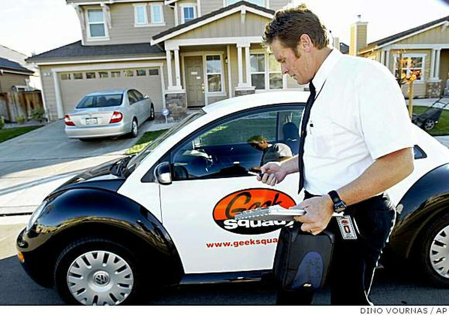 "FILE ** Electronics technician and repairman Mark Reardon, a member of retailer Best Buy's ""Geek Squad"", prepares to make a housecall Friday, Nov. 12, 2004, in Brentwood, Calif. The Geek Squad agreed they would change the color scheme of their ""Geekmobiles"" because they look too much like police cars. Best Buy owns the Geek Squad, a nerdy team of repairmen who do housecalls to fix computers and electronics. (AP Photo/Dino Vournas) Photo: DINO VOURNAS, AP"
