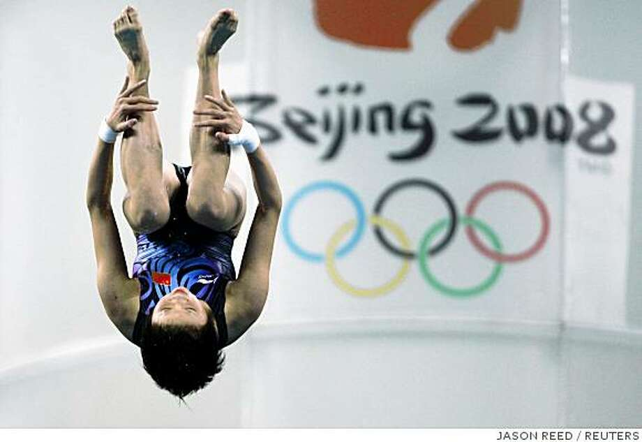 Chen Ruolin of China competes in the women's 10m platform diving final at the Beijing 2008 Olympic Games August 21, 2008.     REUTERS/Jason Reed (CHINA) Photo: JASON REED, REUTERS