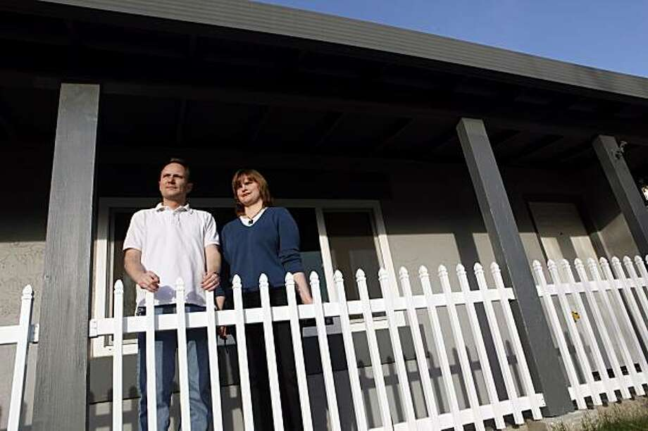 Travis and Kasey Shinkle had an offer on a house accepted in October, but were unable to get a mortgage because it appraised for less than the selling price. (Banks disputed the appraisals that were in line with the price.) Low-ball appraisals are increasingly killing many deals, real estate agents say. This situation is increasingly common as banks now have over-tightened rules on appraisals. Photo: Carlos Avila Gonzalez, The Chronicle
