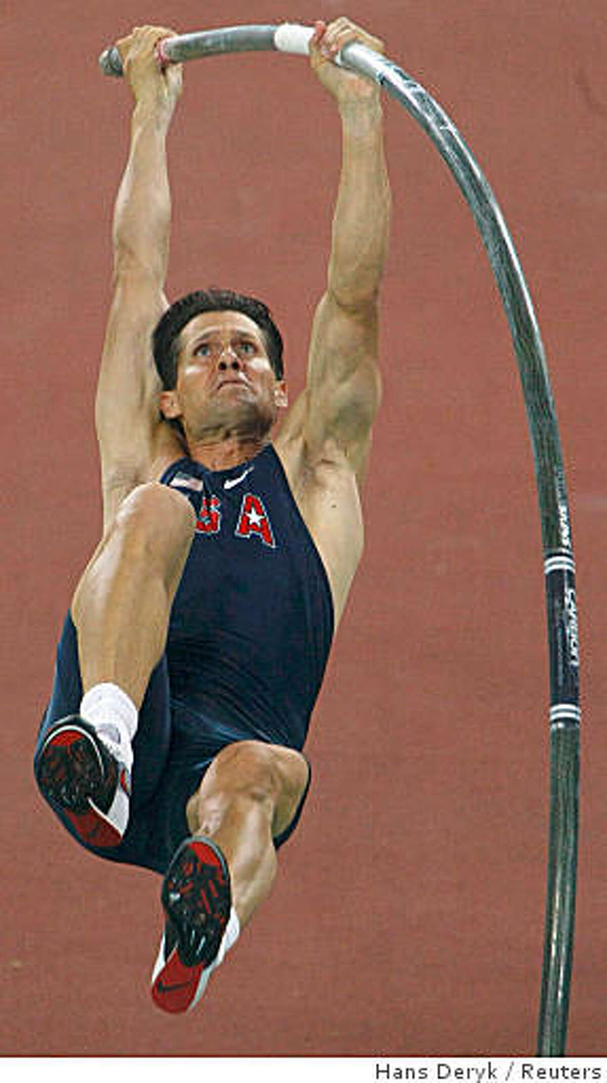 Jeff Hartwig of the U.S. competes in his men's pole vault qualifying round of the athletics competition in the National Stadium at the Beijing 2008 Olympic Games August 20, 2008. REUTERS/Hans Deryk (CHINA)