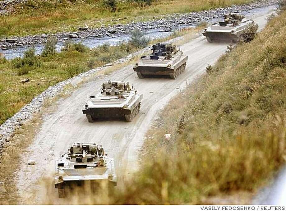 A column of armoured personnel carriers pulls out of Georgia and heads inside Russia, near the village of Verkhny Zaramag August 20, 2008. REUTERS/Vasily Fedosenko  (RUSSIA) Photo: VASILY FEDOSENKO, REUTERS