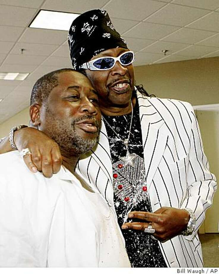 "Entertainers James Alexander, left, and Bootsy Collins, right, pose for a photo as Collins arrives for the ""Tribute to Isaac Hayes"" service at Hope Presbyterian Church Monday, Aug. 18, 2008, in Cordova, Tenn., near Memphis, Tenn.   Hayes died of a stroke on Aug. 10, 2008. (AP Photo/Bill Waugh) Photo: Bill Waugh, AP"