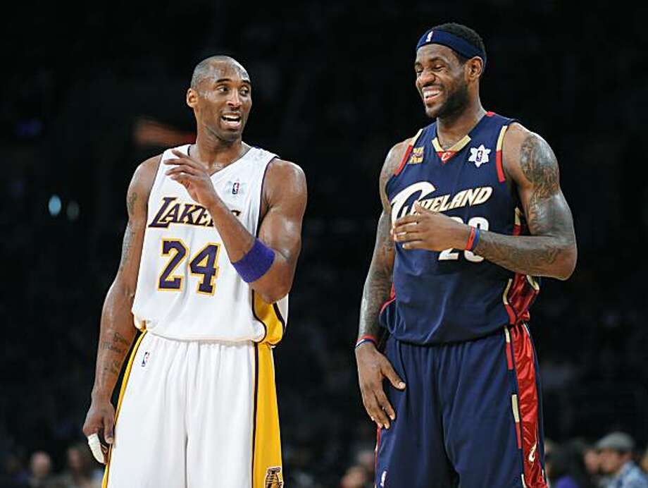 The Los Angeles Lakers' Kobe Bryant (left) won't be chatting up the Cleveland Cavaliers' LeBron James on the court at the 2010 All-Star game. Injury will keep Bryant from playing in the game. (Wally Skalij/Los Angeles Times/MCT) Photo: Wally Skalij, MCT