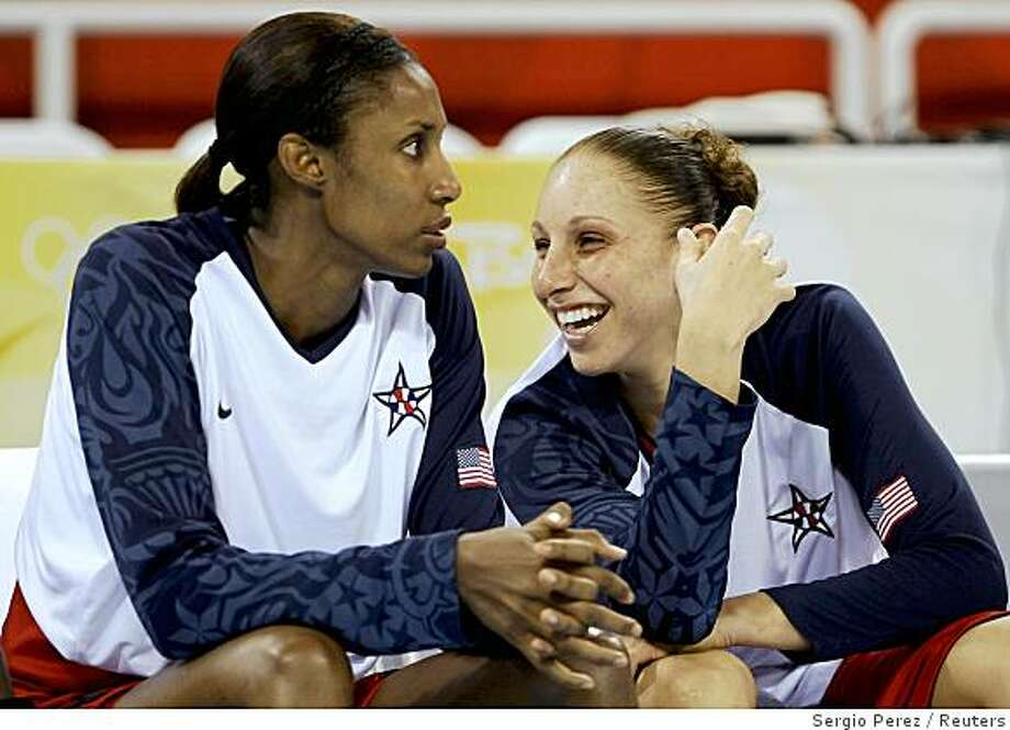 Lisa Leslie (L) of the U.S. and Diana Taurasi sit and watch during their women's preliminary round Group B basketball match against New Zealand at the Beijing 2008 Olympic Games August 17, 2008. Photo: Sergio Perez, Reuters