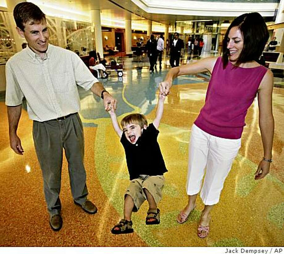 Rob and Mary Ann Apmann play with their 21-month-old son Zachary at The Children's Hospital in Aurora, Colo., Wednesday, Aug. 13, 2008. Zachary is one of three babies who got heart transplants using a non-traditional approach. (AP Photo Jack Dempsey) Photo: Jack Dempsey, AP