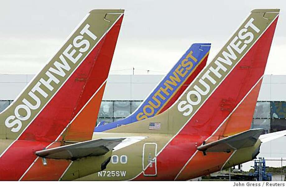 Southwest Airlines planes prepare for departure from Oakland International Airport in Oakland, California in this May 29, 2006, file image. Southwest Airlines Co, which has a history of successfully hedging against high fuel costs, on Thursday posted a higher-than-expected quarterly profit despite sky-high oil prices. Southwest said second-quarter net income rose to $321 million, or 44 cents a share, from $278 million, or 36 cents per share, a year earlier.   REUTERS/John Gress (UNITED STATES) Photo: John Gress, Reuters