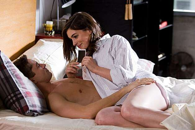 TOPHER GRACE as Jason and ANNE HATHAWAY as Liz in New Line CinemaÕs romantic comedy ÒValentineÕs Day,Ó a Warner Bros. Pictures release. Photo: Ron Batzdorff, New Line Productions