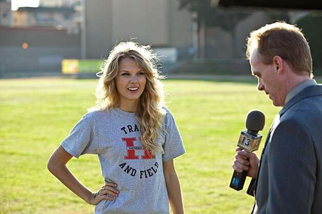 "Taylor Swift in Garry Marshall's romantic comedy ""Valentine's Day"" (2010). TAYLOR SWIFT as Felicia in New Line CinemaÕs romantic comedy ÒValentineÕs Day,Ó a Warner Bros. Pictures release. Photo: Ron Phillips, New Line Cinema"