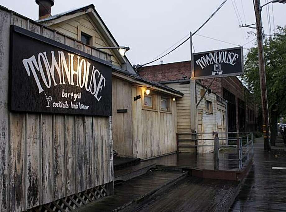The Townhouse restaurant sits in on a rainy Monday Feb. 8, 2010, in Emeryville, Calif. Customers have been going to The Townhouse for twent years. Photo: Lacy Atkins, The Chronicle