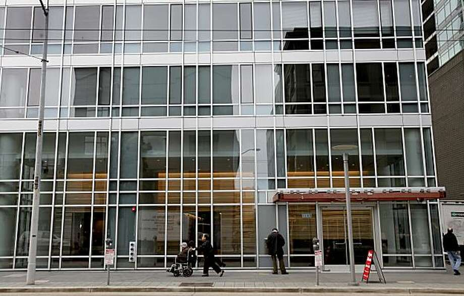 The front entrance way on Mission Street. The new Trinity apartment tower on Mission Street between 7th and 8th Streets in San Francisco, Calif. is right next door to SOMA Grand.  The new tower convenient to downtown and south of Market Street locations Thursday January 28, 2010. Photo: Brant Ward, The Chronicle
